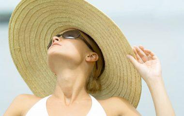 Mùa hè là lúc da cần được bảo vệ nhiều nhất, thế nhưng bạn đã biết cách chăm sóc và bảo vệ da đúng nhất. Chỉ cần giữ cho mình những thói quen sau đây, mùa hè với làn da bạn sẽ thật tươi mát. Phương pháp bảo vệ da mùa hè. 1. Bôi kem […]