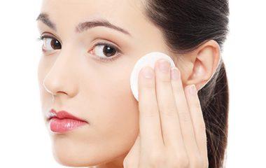 Kem chống nắng là loại mỹ phẩm rất cần thiết cho da, giúp làm chậm quá trình lão hóa da, nám da, đồi mồi…do những tác động của tia cực tím. Tuy nhiên,nhiều chị em lại sợ sự bí bách lỗ chân lông do kem gây ra khiến da dễ bị nổi mụn nên ngại […]