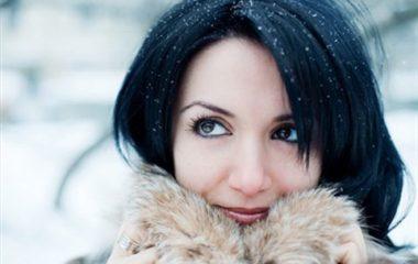 """Chống nắng mùa đông là một công việc cần thiết vì dù trời không nắng thì tia UV cũng """"hoành hành"""" và tàn phá làn da của bạn. Chính vì thế, bôi kem chống nắng mỗi ngày chưa bào giờ là thừa trong liệu trình bảo vệ và chăm sóc làn da của bạn. Lưu […]"""
