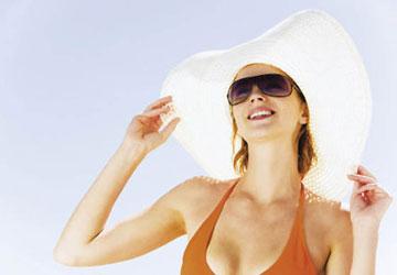 Sự tác động của ánh nắng đến mọi người là như nhau, tuy nhiên, dựa vào nhiều nhân tố khác nhau mà sức tàn phá của nó cũng trở nên không giống nhau đối với làn da của mỗi người. Các nhân tố đó là gì? Nhân tố làm gia tăng nguy cơ tổn thương […]