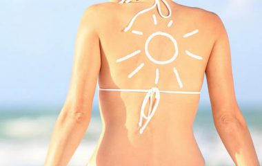 Kem chống nắng là sản phẩm có chứa tác nhân bảo vệ da, chống lại ảnh hưởng của các tia tử ngoại từ ánh nắng mặt trời, được thể hiện bằng chỉ số SPF (Sun Protection Factor) hoặc IP (Indice de Protection). Chỉ số này xác định khả năng ngăn chặn tia tử ngoại (còn […]